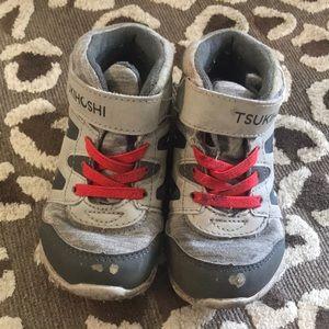 Tshukihoshi toddler hiking sneaker/boot 7.5